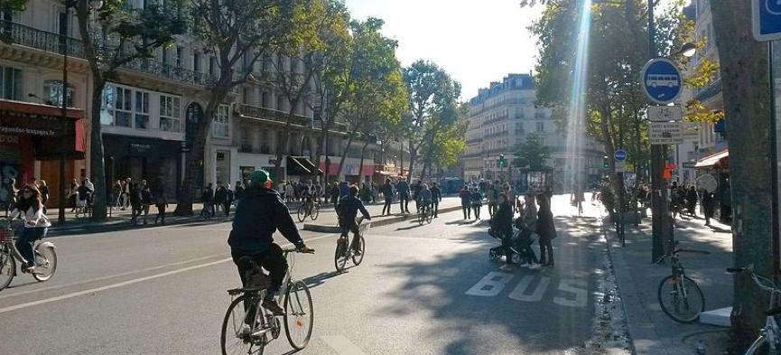 Car-Free Day in Paris, 2015. Image: Zorglub27