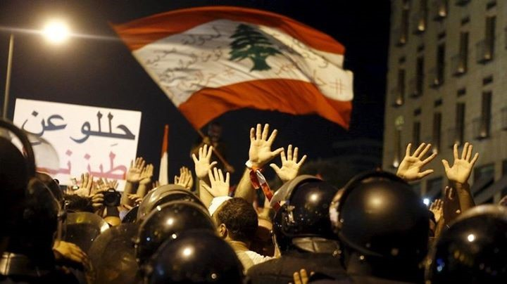 You Stink rally in Lebanon. Image: طلعت ريحتكم