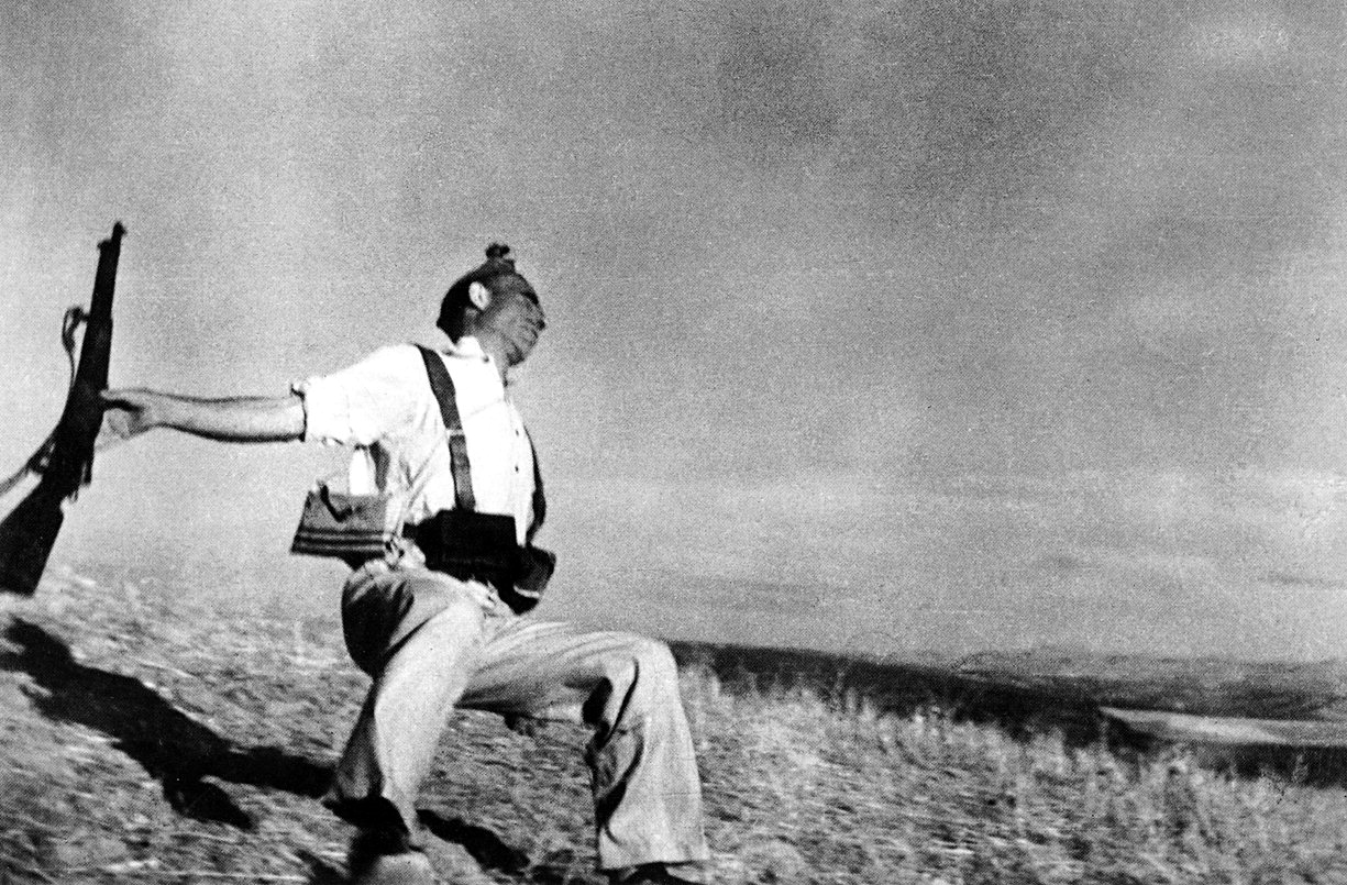 Robert Capa: The Falling Soldier. Image: Yu-min Wang