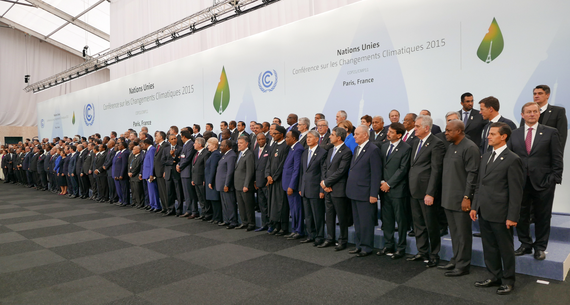 Heads of delegations at the 2015 United Nations Climate Change Conference in Paris. [Presidencia de la República Mexicana, Flickr.com]