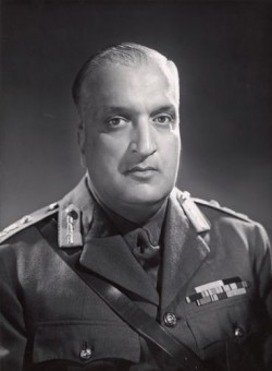 Sir Hari Singh Bahadur, the Maharaja of Jammu and Kashmir in 1947, at the time on Indian Independence: Wikimedia Commons