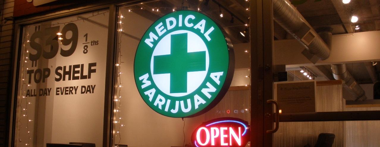 Discount Medical Marijuana cannabis shop at 970 Lincoln Street, Denver, Colorado. [O'Dea, Wikimedia Commons]