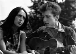 Wiki Commons (https://en.wikipedia.org/wiki/Bob_Dylan#/media/File:Joan_Baez_Bob_Dylan.jpg)